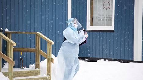 Tornion ja Haaparannan rajalla alkoi tiukennettu rajavalvonta keskiviikkona. Koronatesteihin rajalla on suostunut viime päivinä alle kymmenen prosenttia Suomeen saapuneista.