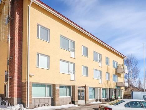 Savonrannan keskustassa Savonlinnan seutukunnassa myytävänä on kerrostaloyksiö, joka on tällä hetkellä asunnonvälityssivustojen halvin. Yksiöstä pyydetään vain 6500 euroa. Asunnon vessassa ei ole suihkua, mutta olohuoneesta löytyy suihkukaappi.