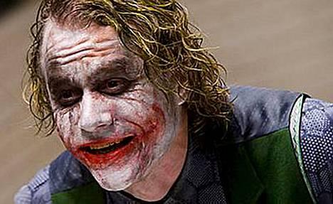Näyttelijä Heath Ledger kuoli lääkkeiden yliannostukseen 22. tammikuuta. Jokerin rooli Yön ritarissa jäi hänen viimeisekseen.