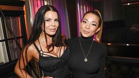 Suvi Pitkänen (vas.) ja Amanda Harkimo esiintyvät yhdessä DJ Diaries -ohjelmassaan.