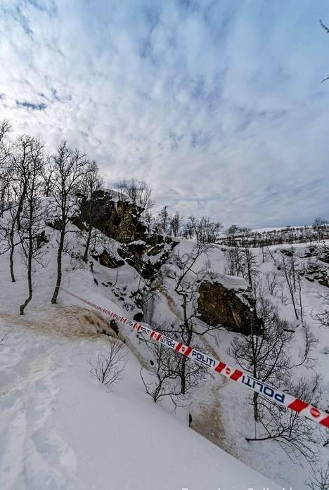 Kuvassa näkyy paikka, josta suomalaissukeltajien ruumiita on alettu nostaa.