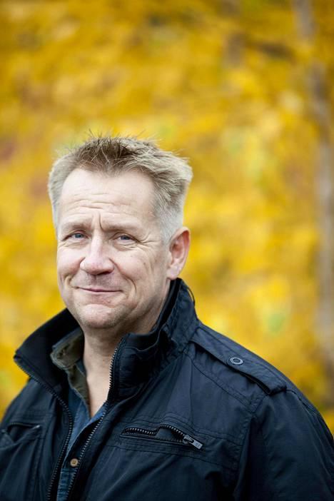Olli Lindholm menehtyi sairauskohtaukseen 54-vuotiaana.