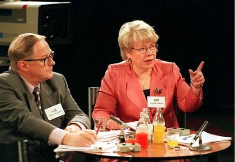 Liberaalien puheenjohtaja Tuulikki Ukkola ja Vapaan Suomen Liiton puheenjohtaja Ilkka Hakalehdon TV1:n suuressa vaalikeskustelussa vuonna 1995.