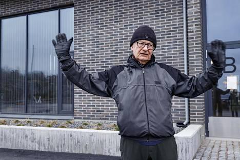 Juhani Grönhagen tuntee sympatiaa Paavo Arhinmäkeä kohtaan jo toivoo, että kaahailu loppuu ennen kuin tapahtuu jotain ikävää.