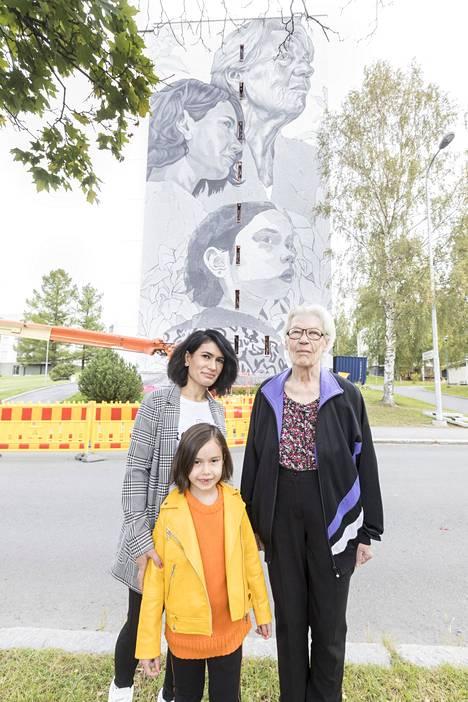 Sofia Marof (edessä), Suham Jamil ja Maija Ketola tuplana.