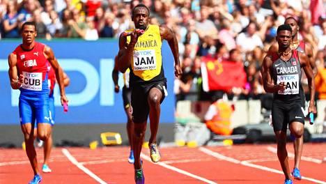 Usain Bolt ankkuroi Jamaikan onnistuneesti pikaviestin MM-finaaliin.