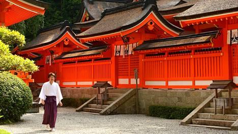 Japanista löytyy hämmentäviä kontrasteja, kuten zen-tunnelmaa huokuvia temppeleitä ja mölyisiä pelihalleja. Paikoin ne voivat sijaita liki vieretysten.