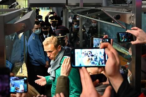 Poliisit pidättivät eilen oppositiojohtaja Alexei Navalnyin heti lentokentällä Moskovassa. Navalnyi oli ollut hoidettavana ja toipumassa myrkytyksestään Berliinissä Saksassa.