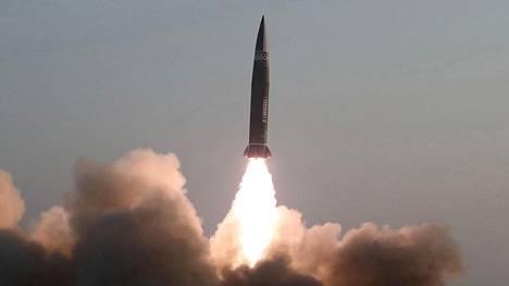 Pohjois-Korean valtionmedian KCNA:n välittämää kuvaa testistä.