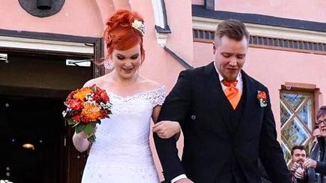 Marika Viitaluoma meni naimisiin itse tehdyssä hääpuvussa.