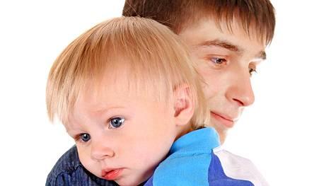 Väestöliiton mukaan pojille tulee usein yllätyksenä tyttöystävän raskaus.