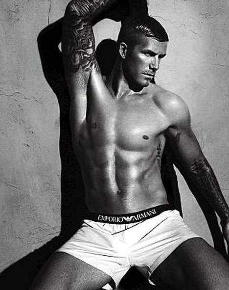 Italialainen naistoimittaja hullaantui David Beckhamin muodokkaasta etumuksesta hieman liikaa.