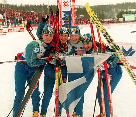 Kati Pulkkinen, Tuulikki Pyykkönen, Riikka Sirviö ja Satu Salonen voittivat yllätyspronssia Trondheimin MM-viestissä 1997.