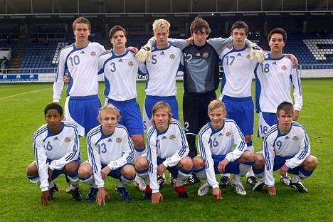 Tästäkin nuorisomaajoukkueesta nousi monta lahjakasta pelaajaa EM-joukkueeseen. Daniel O'Shaughnessy (toinen oikealta takarivissä), Jere Uronen ja Joel Pohjanpalo (eturivissä keskellä vierekkäin).