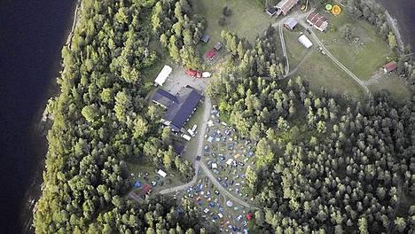 Norjassa Oslon lähettyvillä järjestetyllä sosiaalidemokraattisen puolueen nuorten leirillä tapahtui perjantaina ampumavälikohtaus.