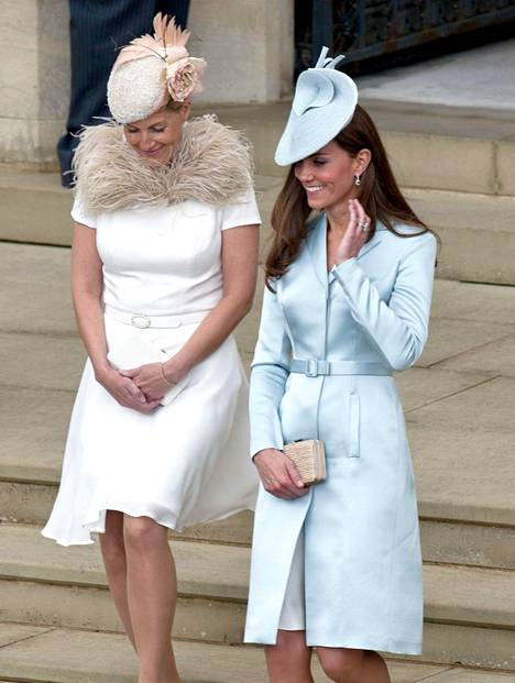Cambridgen herttuatar Catherine edusti kaksi vuotta sitten yli 800 dollarin hintaisessa Christopher Kanen mekossa.
