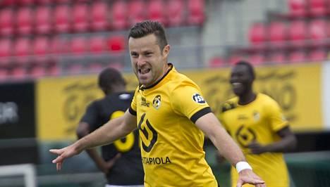 Admir Catovic tulitti viime kaudella maaleja Kuopiossa.