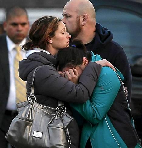 Uhrien omaiset surivat järkyttävää tragediaa Newtownin pikkukaupungissa.