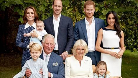 Brittihovi julkaisi tuoreita kuvia prinssi Charlesin syntymäpäivän kunniaksi.