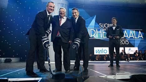 Jere Lehtinen ja Ville Peltonen pokkasivat palkinnon urheilu-urastaan.