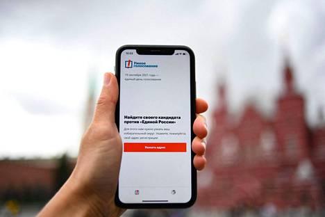 Navalnyin tiimin äänestyssuosituksia jakanut sovellus ei ole enää venäläisten saatavilla normaalilla tavalla Googlen ja Applen sovelluskaupoista.