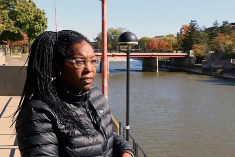 Gina Luster katselee jokea, joka myrkytti hänet sekä hänen tyttärensä.