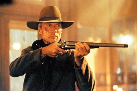 Clint Eastwood kostaa ilotyttöjen murhia.