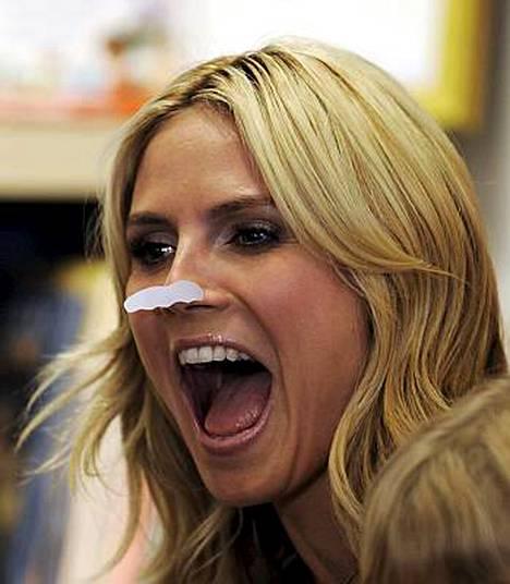 Aiemmin tällä viikolla Heidi Klum kuvasi maitoviiksimainosta.