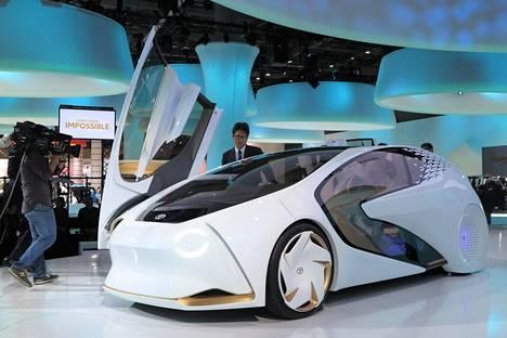 Mikäli matka suuntautuu Tokioon ennen 5. marraskuuta, Tokyo Big Sightissa on nähtävänä kattava valikoima uusimpia autoja ja moottoripyöriä sekä viitteitä siitä, millaisiksi ajoneuvot ovat tulevaisuudessa muuttumassa. Esimerkiksi Toyota Concept-i on aivan uudenlainen lähtökohta liikkumiseen, joka koostuu useasta erilaisesta liikkumavälineestä. Concept i-Walkilla voi mennä paikasta toiseen vaikka ostoskeskuksen sisällä, Concept-i RDE on tarkoitettu kaupunkiajoon ja Concept-i:llä voi lähteä pidemmällekin.