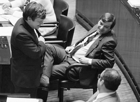 Kassakaappisopimus porvarihallituksesta kuihtui kasaan keväällä 1987.