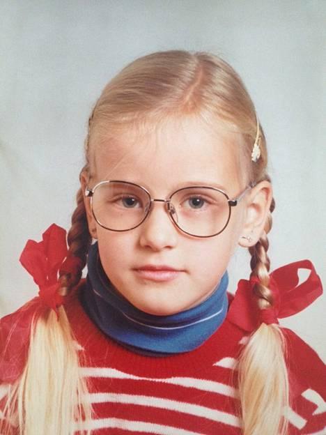 Noora Karma sai uudet lasit juuri ennen 1. luokan alkua.
