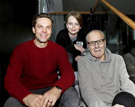Nousiaisten suvussa on näyttelijöitä monessa polvessa. Kuvassa Heikin poika Mikko Nousiainen ja pojanpoika Niila Nousiainen, 12, joka teki ensimmäisen ison roolinsa Pieniä suuria valheita -elokuvassa.