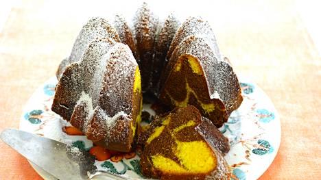 Marmoroitu suklaa-sahramikakku on ylellinen jouluherkku.