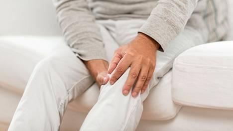 Raajojen veritulpat oireilevat kipuna, turvotuksena ja punoituksena.