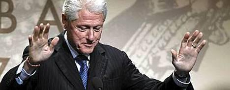 Bill Clinton suitsutti puheessaan Suomea.