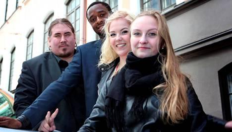Viime vuoden Voice of Finland -finalistit Antti Railio (vas.), Ikenna Ikegwuonu, Suvi Aalto ja Emilia Ekström.