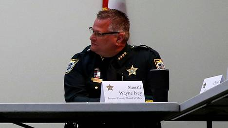 Brevardin piirikunnan sheriffi Wayne Ivey julkaisi valvontakameranauhan perjantaina