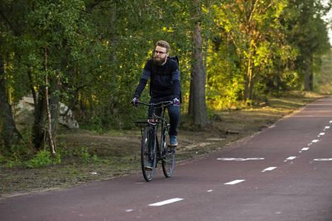 Oulun polkupyöräilijöiden puheenjohtaja Pasi Haapakorva on tyytyväinen uuteen Baanaan.