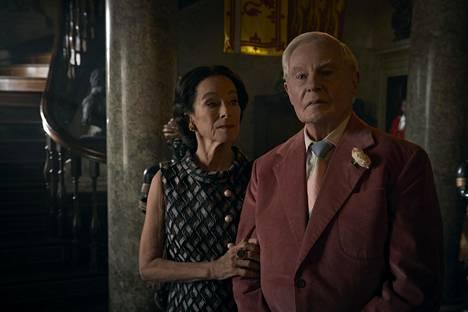Wallis Simpsonina on Geraldine Chaplin ja Windsorin herttuana Derek Jacobi.