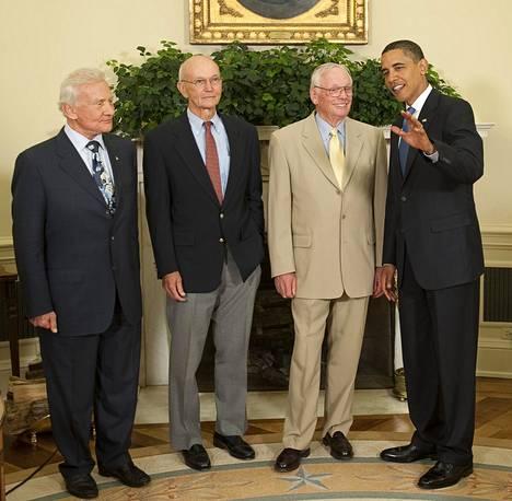 Aldrin, Collins ja Armstrong tapasivat presidentti Obaman Valkoisessa talossa vuonna 2009.