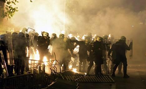 Montenegron tasavallassa on puhjennut levottomuuksia, joiden virallinen päätarkoitus on protestoida itsevaltaista pääministeriä Milo Djukanovicia vastaan. Vaikuttaa kuitenkin siltä, että Djukanovicin persoona on vain osa mielenosoitusten taustasyistä.