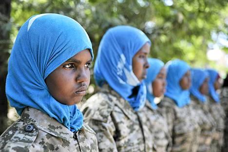 Somalian armeijan naissotilaita Belet Weynen kaupungissa Somaliassa. Somalian hallitus on pitkään taistellut ääri-islamisteja vastaan. Somalian rauhanturvaoperaatioon on osallistunut yli 17000 rauhanturvaajaa.