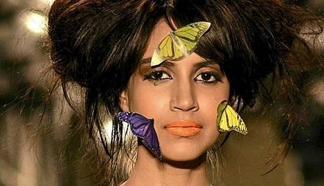 Perhoset kuuluivat srilankalaisen Prabath Samarasooriyan näytökseen Intian Chennaissa pidetyillä muotiviikoilla.