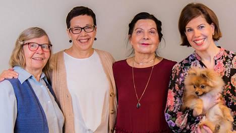 Seurana Oy:n seuralaiset Irja, Anneli ja Tuula sekä perustaja Mirka Saarinen.