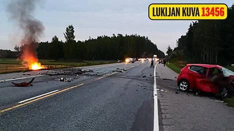 Inkoossa sattuneessa onnettomuudessa menehtyi yksi ihminen.