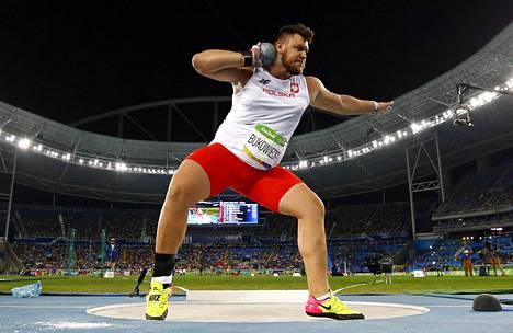 Bukowiecki on työntänyt tänä kesänä kolme maailmanennätystä. Rion olympiafinaalissa hän jäi kuitenkin ilman tulosta.