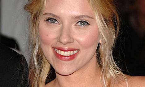 Scarlett Johansson laulaa levyllään Tom Waitsin kappaleita.