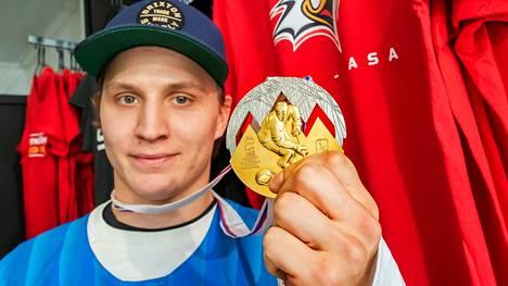 Joel Kiviranta ja MM-kulta keväällä 2019. Sen jälkeen Kiviranta siirtyi Vaasan Sportista rapakon taakse Dallas Starsiin.