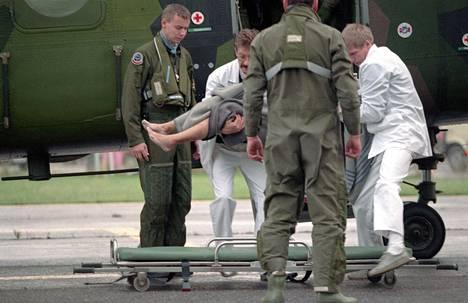 Ruotsalaiset helikopterit kuljettivat Estonian laivaonnettomuudessa pelastuneita Turkuun sairaalahoitoon 28. syyskuuta 1994.