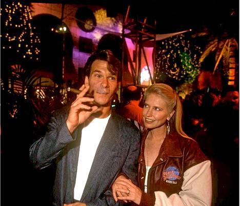 Patrick Swayze ja vaimonsa Lisa Niemi vuonna 1995.